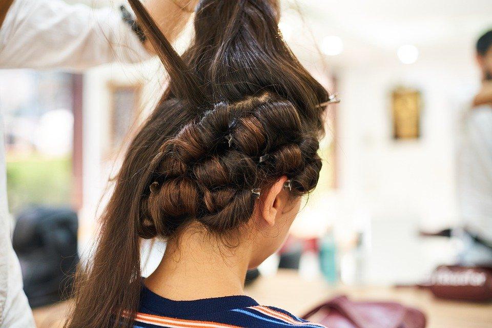 Les démarches à suivre pour devenir coiffeur ou coiffeuse à domicile